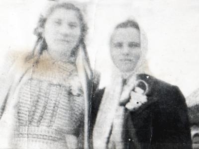18 fevralya 1953g. den svadby Bojko Petra i Galiny  Urozhaj  Na snimke Gali na Nelya Melnik druzhka 400x300 - Давние фотографии
