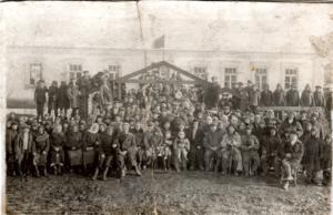 1939g. Vse selyane sobralis na otkrytie klub 300x194 - Давние фотографии