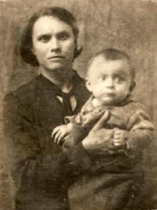 Anastasiya s synom Valeriem  225x300 - Дочь Анастасия