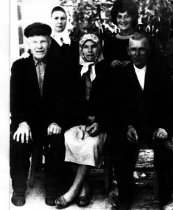 Ded Andrej v seme docheri Fedory 248x300 - Обработанные фото