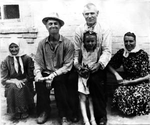 Ded Andrej v seme docheri Marii i zyatya Grigoriya. 1963 god 300x251 - Дочь Мария