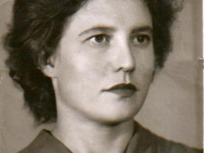 Katya Bojko v 25 let 400x300 - Сохранившиеся фотографии разных лет: детские и до замужества