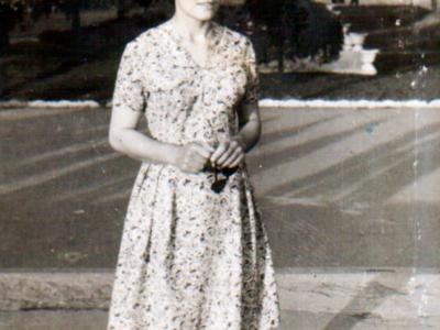 Katya Bojko v Donetske v parke im. SHHerbakovo 400x300 - Сохранившиеся фотографии разных лет: детские и до замужества