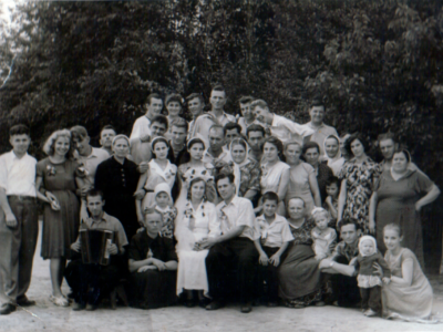 Katya Bojko v Kujbyshevo na svadbe druzej 400x300 - Сохранившиеся фотографии разных лет: детские и до замужества