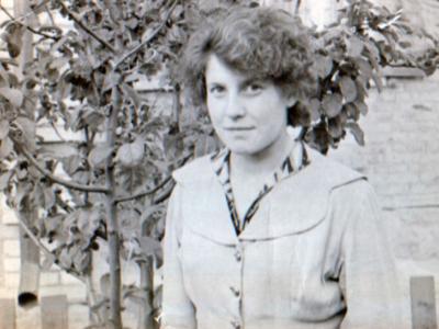 Katya Bojko v Kujbyshevo primerno 1965 god   400x300 - Сохранившиеся фотографии разных лет: детские и до замужества