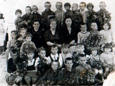 Katya Bojko v shkole 3 klass 400x300 - Сохранившиеся фотографии разных лет: детские и до замужества