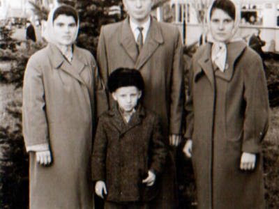 Katya i druzya v Donetske 400x300 - Сохранившиеся фотографии разных лет: детские и до замужества