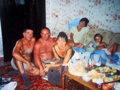 Plemyannik Evgenij Parubets so svoej semyojBerdyansk 400x300 - Современные фотографии