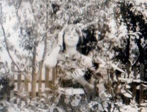 Valya Goldysh v Kujbyshevo v dome roditelej 300x228 - Дочь Мария