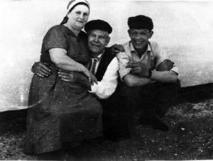 Ded Andrej s tretej zhenoj Klavoj i vnukom Aleksandrom 1963 god 300x227 - Третья жена деда