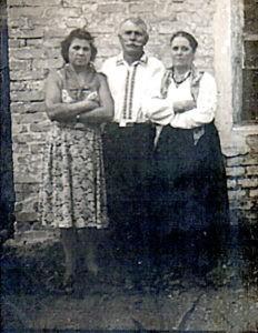 Ded Andrej s vtoroj zhenoj Pashkoj sprava 232x300 - Семейная драма. Вторая жена деда