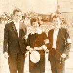 VALERIJ i SHURA na demonstratsii. Prazdnik Oktyabrya. 1964 g. 150x150 - Валерий и Шура