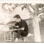 ВАЛЕРИЙ-играет-в-шахматы-с-Петром.-1963-г