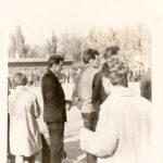 VALERIJ nablyudaet igru v futbol. Zaporozhe. 1963 g 150x150 - Разные фотографии