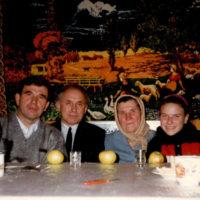 1996 god foto 3 200x200 - Родственники (современные фотографии)