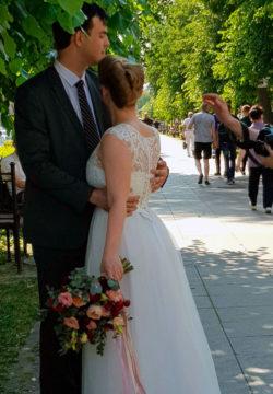 Gotovimsya k fotosessii 250x360 - Свадьба младшего сына