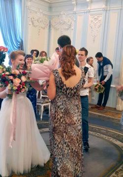 pozdravleniya druzej 250x360 - Свадьба младшего сына