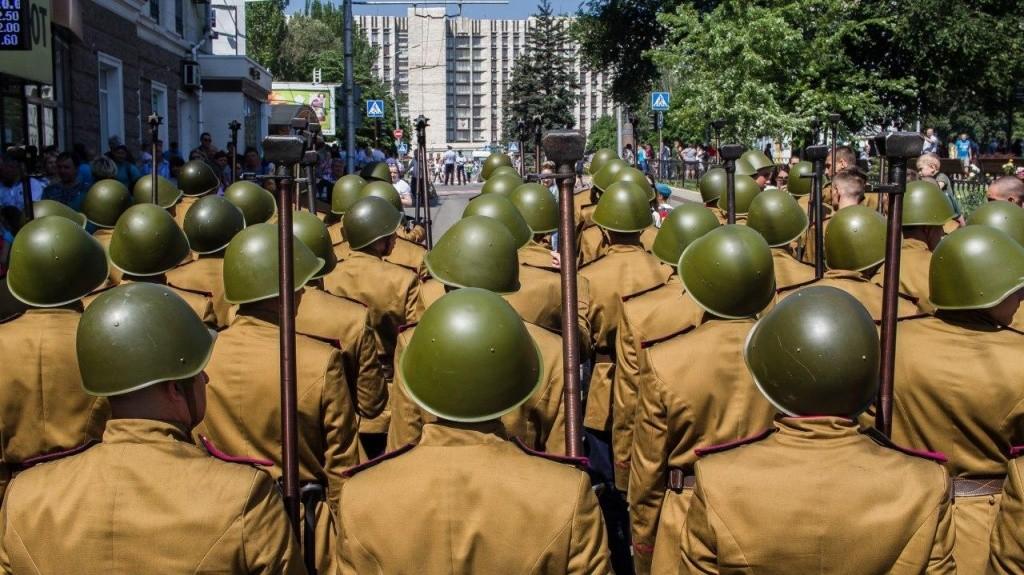 24.06.2020 10 - Вопреки COVID-19: Донецк провел военный парад