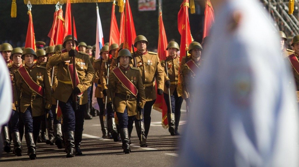 24.06.2020 4 - Вопреки COVID-19: Донецк провел военный парад