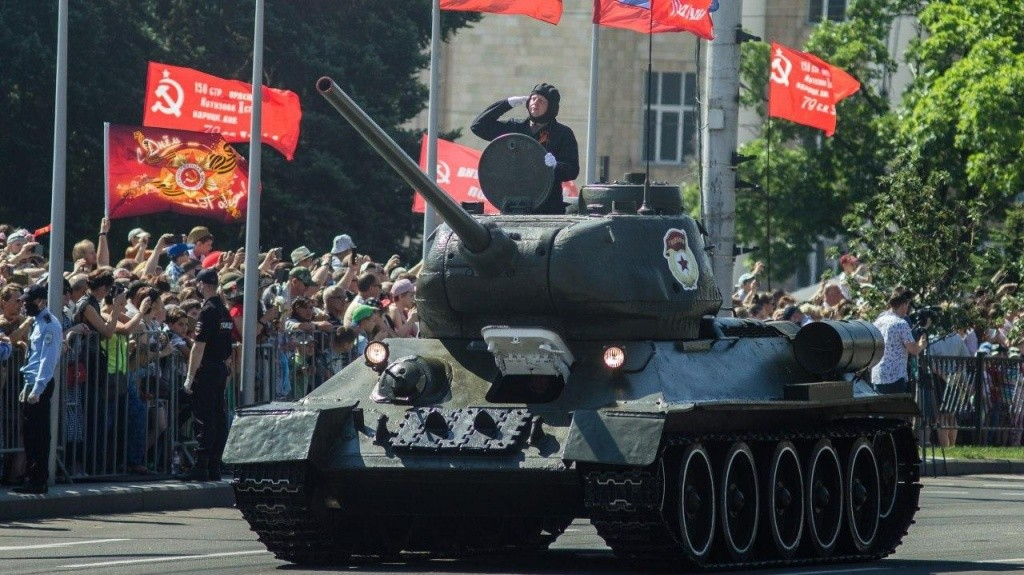 24.06.2020 7 - Вопреки COVID-19: Донецк провел военный парад