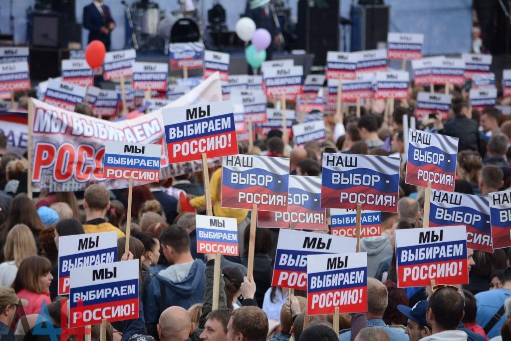 my vybiraem rossiyu - Вопреки COVID-19: Донецк провел военный парад